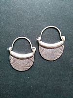 Photo 2 of our Silver basket earrings