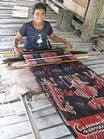 Photo link to Stunning ikat from Sumba